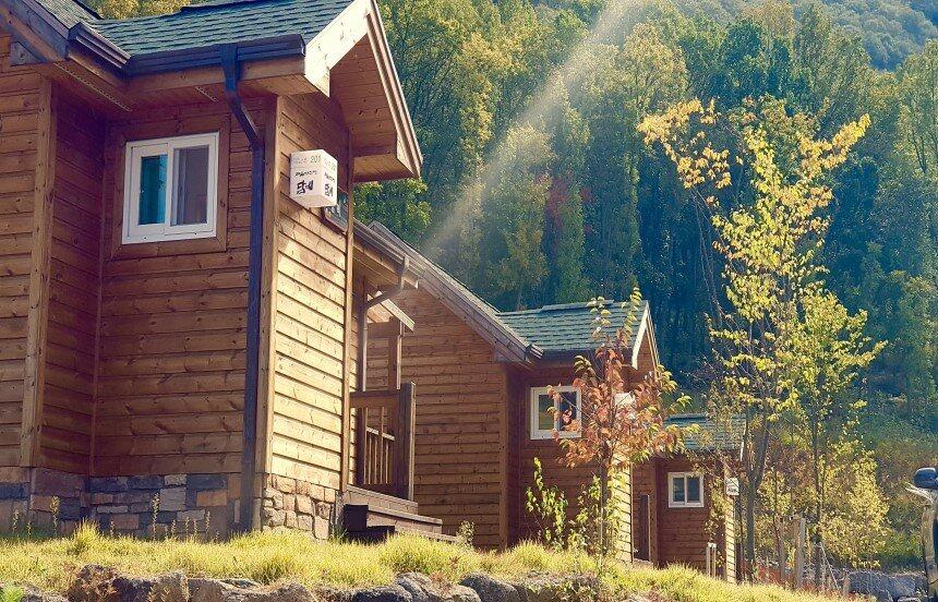 가을날 숲속의집