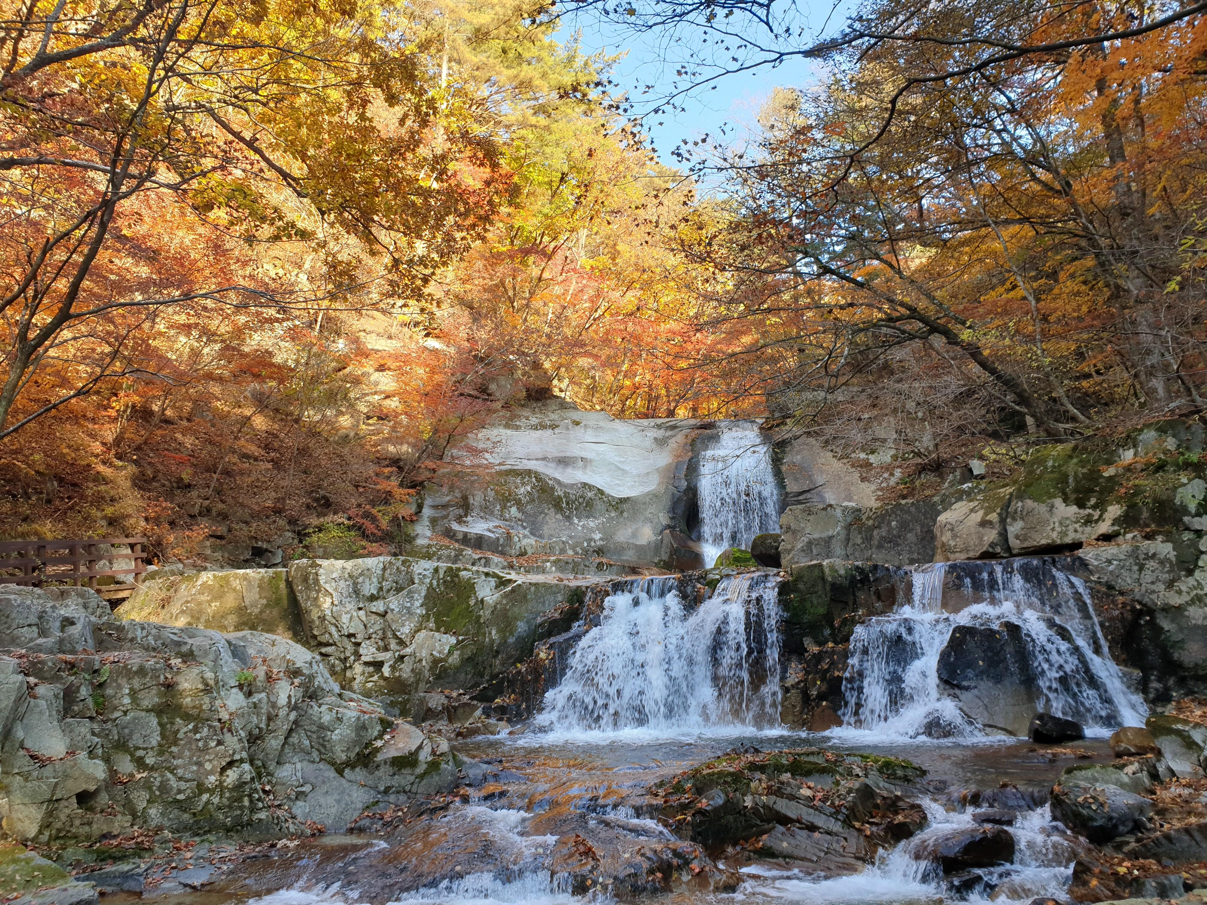 방태산자연휴양림 계곡 가을단풍(이단폭포)_2020년 10월 20일 15시 촬영.jpg