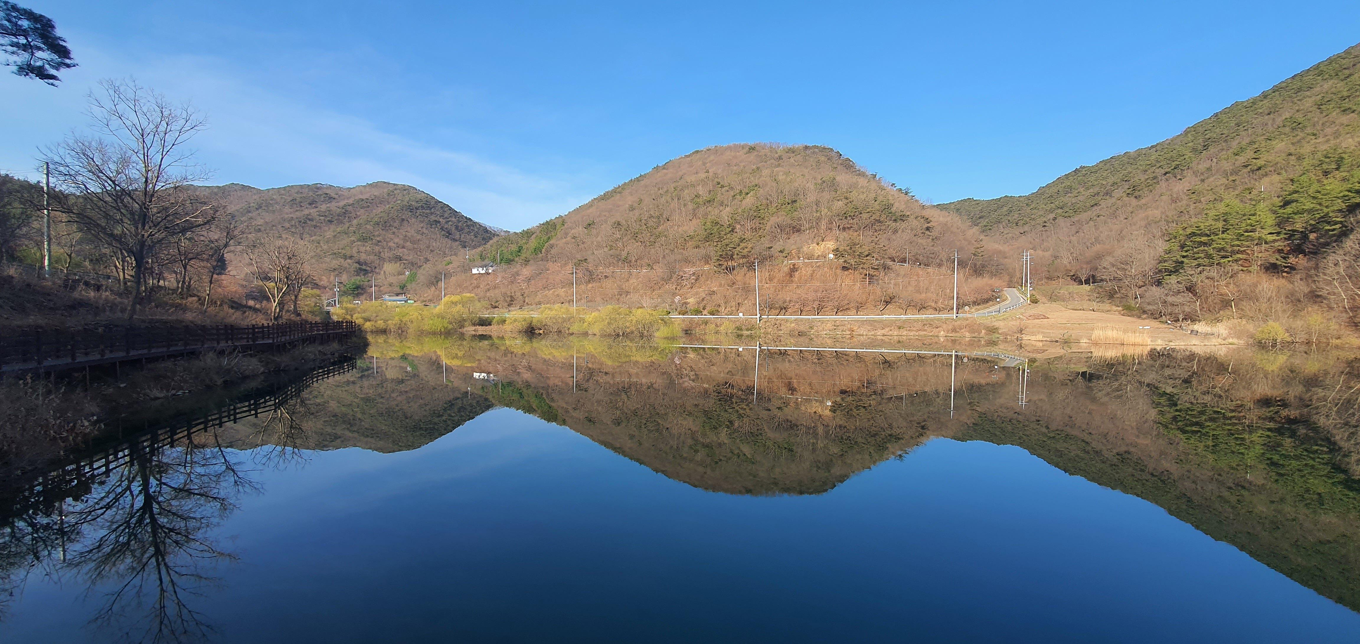 칠갑산자연휴양림 앞 칠갑호 풍경