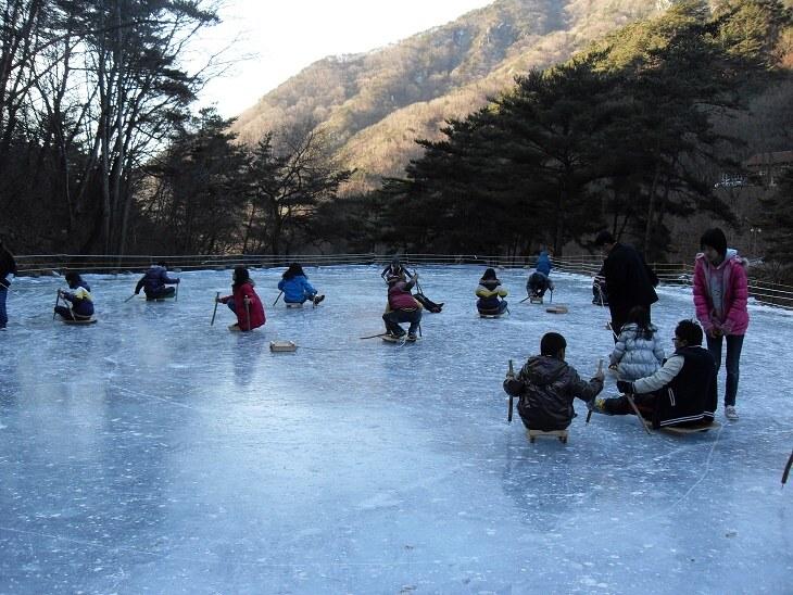 오도산자연휴양림 얼음 썰매타기