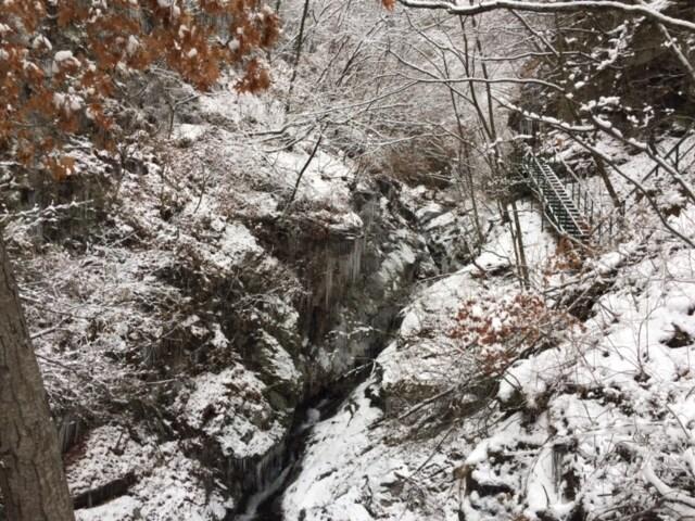 용탕폭포의 겨울
